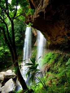 Cave behind upper Diamante falls